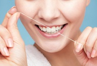 How to Properly Floss Your Teeth Image